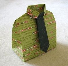 Great gift wraping idea for him. Creative Gift Wrapping, Creative Gifts, Unique Gifts, Creative Ideas, Christmas Gift Wrapping, Christmas Paper, Craft Gifts, Diy Gifts, Origami Shirt