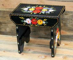cabin stool beautifully decorated with Canal art designs Canal Boat Art, Boat Painting, Wood Stool, Painted Boards, Narrowboat, Art Decor, Home Decor, Art Designs, Stools