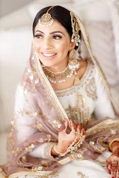 Indian Bridal Photos, Indian Bridal Fashion, Bridal Pictures, Asian Bridal Dresses, Bridal Outfits, Bridal Photoshoot, Bridal Shoot, Pakistani Wedding Outfits, Pakistani Dresses