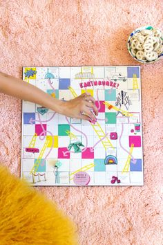 Make a Los Angeles Chutes and Ladders Game School Projects, Diy Projects, Crafts To Do, Diy Crafts, Diy Throw Pillows, Christmas Craft Fair, Diy Games, How To Make Diy, Silhouette Projects