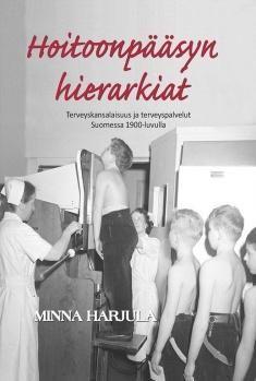 Kuvaus: Minna Harjulan tutkimus kuvaa suomalaisen terveyspalvelujärjestelmän rakentumista 1900-luvulla terveyskansalaisuus-käsitteen näkökulmasta.Teos tarjoaa historiallista perspektiiviä nykypäivän keskustelulle terveyden tasa-arvosta ja hoitoonpääsystä selvittämällä, miten terveyteen liittyvät oikeudet ja velvollisuudet ovat muotoutuneet ja muuttuneet.
