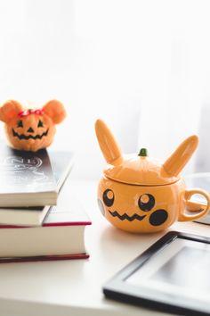 "Melina Souza- Serendipity <3  http://melinasouza.com/2016/10/31/livros-que-dao-medo-halloween/  #Halloween  #Books  ""MelinaSouza #Mug"