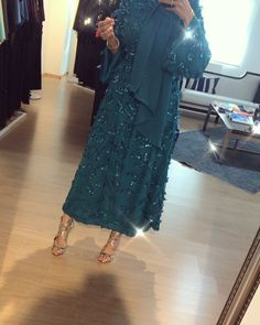 ✔ Fashion Dresses Party For Boys Abaya Fashion, Modest Fashion, Fashion Dresses, Modest Dresses, Modest Outfits, Hijab Dress Party, Mode Abaya, Hijab Style, Abaya Designs