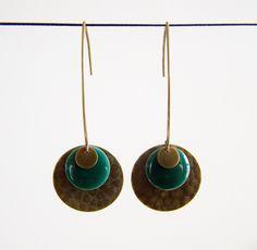 Boucles d'oreilles sequin martelé et sequin émaillé vert émeraude : Boucles d'oreille par les-bijoux-de-circe
