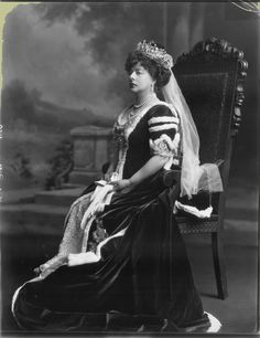 The original owner of the Poltimore tiara, Margaret Harriet, Baroness Poltimore, nee Beaumont, in wearing her robes and tiara on the occasion of the Coronation of King George V. Royal Tiaras, Royal Jewels, Crown Jewels, Poltimore Tiara, British Nobility, Modern Portraits, Court Dresses, Diamond Tiara, Jewellery Uk