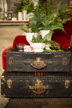 ❥ Vintage suitcases at Christmas