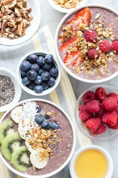 Healthy, Easy Acai Bowls for breakfast. Use fresh fruits as toppings.  #weelicious #acai Healthy Snacks For Diabetics, Healthy Fruits, Healthy Dinner Recipes, Gourmet Recipes, Breakfast Recipes, Health Breakfast, Easy Recipes, Free Breakfast, Healthy Kids