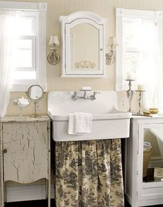 cute cottage bathroom