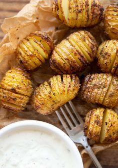 These mini hasselback potatoes are gorgeously crispy, easy to make and bursting with flavour! #potato #hasselback #sidedish | www.dontgobaconmyheart.co.uk Roasted Garlic Mashed Potatoes, Roasted Potato Recipes, Cheesy Mashed Potatoes, Hasselback Potatoes, Making Mashed Potatoes, Chicken Recipes, Best Baked Potato, Mini Potatoes, Potato Side Dishes