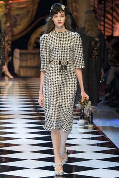 Dolce & Gabbana Fall 2016 Ready-to-Wear Fashion Show