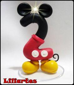 Vela modelada em biscuit para compor os enfeites de bolo do tema Mickey & amigos. Contém pavio mágico (apaga e ascende novamente) **Base acrilica redonda opcional + R$1,50 8cm  **Também faço projetos personalizados com o tema, cores e detalhes que você escolher. R$ 25,00