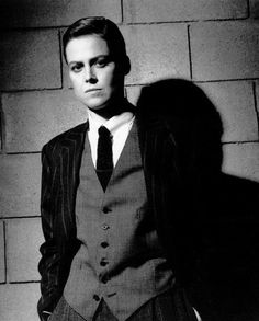 Sigourney Weaver, photographed by Helmut Newton. Helmut was very good to Sigourney. Helmut Newton, Caroline Kennedy, Robert Mapplethorpe, Classy People, Drag King, Lauren Hutton, Louis Armstrong, Gender Bender, Paul Newman