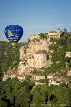 Balloon over Rocamadour, Lot Valley, France.  © Brian Jannsen Photography