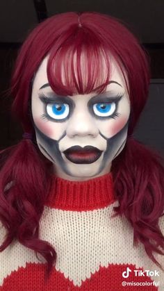 Looking for for inspiration for your Halloween make-up? Check out the post right here for creepy Halloween makeup looks. Halloween Makeup For Kids, Amazing Halloween Makeup, Kids Makeup, Halloween Doll, Halloween Makeup Looks, Eye Makeup, Halloween Recipe, Women Halloween, Halloween Nails