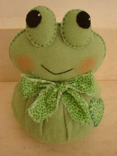 1 million+ Stunning Free Images to Use Anywhere Felt Crafts, Diy And Crafts, Bookmarks For Books, Homemade Dolls, Sewing Stuffed Animals, Cute Frogs, Free To Use Images, Felt Brooch, Felt Patterns