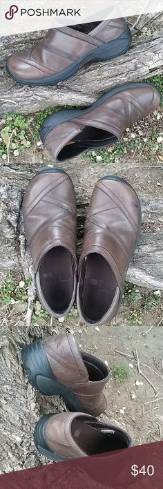 MERRELL genuine leather shoes Pre-owned ,excellent condition. Leather upper.These MERRELL  comfy shoes will keep you moving all day and last you forever. Don't miss out on a great shoe at an amazing discount! MERRELL  Shoes Athletic Shoes