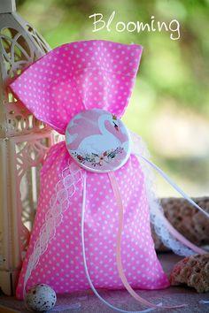 Βαπτιση Κυκνος - Blooming Swan, Flamingo, Bloom, Disney, Flamingo Bird, Swans, Flamingos, Disney Art