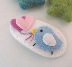 NO SLIP Wool felt hair clip -Pale blue bird and hearts -mini -ecru