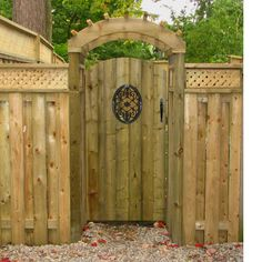 Custom wood fence and gate with metal decal. Custom wood pergola over gate