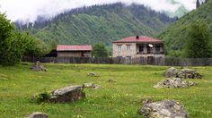 Отель в Сванетии Местиа, Peak Mazeri - гостевой дом в Местиа Сванетия, Мазери Бечо, Грузия. У подножия горы Ушба. Треккинг по Верхней Сванетии начинается здесь.