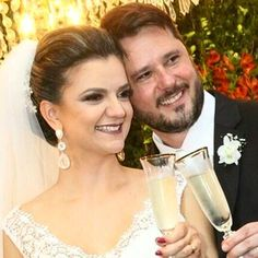 Nossa noiva linda com brincos longos com pérola e cristal @jureissinger #noivasmb #mairabumachar