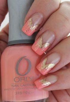 Soft 'V' tips #nail #unhas #unha #nails #unhasdecoradas #nailart #gorgeous #fashion #stylish #lindo #cool #cute #fofo #v #coral #dourado #gold #chic #elegante