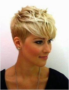 Blonde Pixie Haircut Ideas with Long Bangs Pixie Cut Blond, Messy Pixie Haircut, Short Blonde Pixie, Pixie Cut With Bangs, Short Pixie Haircuts, Haircut Long, Undercut Pixie, Edgy Pixie Cuts, Long Pixie