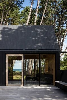 Cottage designed by RUBOW architects Nature Architecture, Architecture Details, Cabins In The Woods, House In The Woods, Bungalows, Cottage Design, House Design, Black House, House Painting