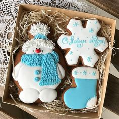 Here are the best Christmas Cookies decorations ideas for your inspiration. These Christmas Sugar Cookies decorated with royal icing are cutest desserts. Christmas Baking Gifts, Cute Christmas Cookies, Christmas Cookie Exchange, Iced Cookies, Cute Cookies, Holiday Cookies, Christmas Desserts, Christmas Treats, Snowman Cookies