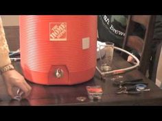 How you can build your own mash tun for home brewing. Home Brewing Equipment, Homemade Beer, Homebrew Recipes, Home Brewing Beer, Homebrewing, Bar Carts, Bar Drinks, Mead, Make Your Own