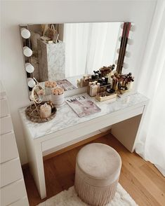 The marble contact paper really transforms the desk YAY or NAY? For see more of fitness Freaks visit us on our website ! Girl Bedroom Designs, Room Ideas Bedroom, Home Decor Bedroom, Dressing Room Decor, Makeup Room Decor, Cute Room Decor, Glam Room, Aesthetic Room Decor, Beauty Room