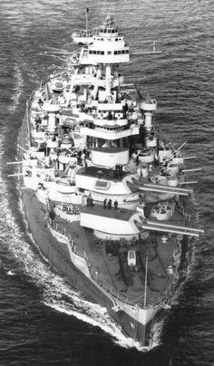 USS Texas, el 15 de marzo de 1943. Ella es el último acorazado existente y es actualmente un barco de museo en Houston, TX