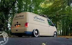 Vw Transporter Van, Vw T5, Volkswagen Bus, Car Camper, Campers, Good Looking Cars, Vanz, Vw Vintage, Vw Crafter