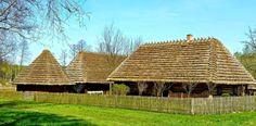 Old types of strzechy (Polish for thatched roofs) in the open-air Museum of Folk Culture in Kolbuszowa, Poland. Photography © Grzegorz Dzięciołowski.