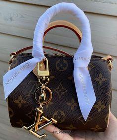 Luxury Purses, Luxury Bags, Luxury Handbags, Fashion Handbags, Fashion Bags, Fashion Fashion, Designer Handbags, Runway Fashion, Autumn Fashion