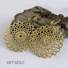 Złota koronka kolczyki w ARTSEKO na DaWanda.com Crochet Earrings, Etsy, Jewelry, Fashion, Jewellery Making, Moda, Jewerly, Jewelery, Fashion Styles