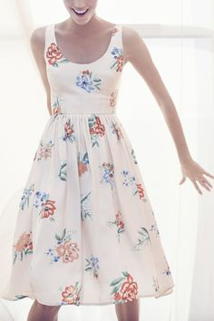 Smitten with this lovely summer dress.