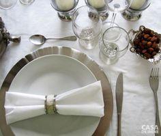 Mesa glamourosa em branco e prateado para o ano novo.