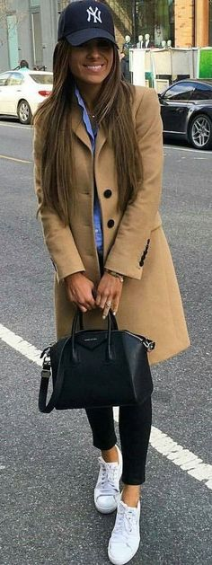 Photo Fall casual outfit : hat + nude coat + bag + black skinnies + shirt + sneakers from Spring Trend Sunset Palette Of Yellow Fashion Mode, Look Fashion, Autumn Fashion, Womens Fashion, Fashion Trends, Fall Work Fashion, New York Winter Fashion, Fashion Ideas, Fashion Lookbook