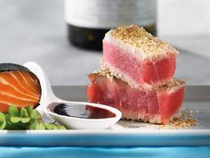 Sesame-crusted tuna tataki that's quick and easy to make. Top with maple sauce and you're good to go. You'll get requests for this one. Ceviche, Sesame Crusted Tuna, Tuna Tataki, Sushi, Asian Recipes, Healthy Recipes, Good Food, Yummy Food, Non Stick Pan