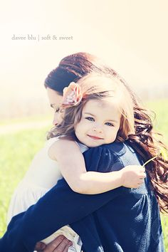 CUTE mom/daughter photo idea!