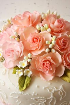 Intertwine the very petite flowers of contrasting  hue among the salmon color roses. !!!
