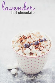 Lavender Hot Chocolate with Essential Oils! If you love adding essential oils to your water and tea, then you'll no doubt love this Lavender Essential Oil Hot Chocolate recipe, too! Hot Tea Recipes, Easy Drink Recipes, Yummy Drinks, Fall Recipes, Cocktail Recipes, Dessert Recipes, Thm Recipes, Sweet Desserts, Dessert Ideas