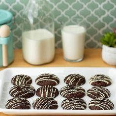 These Tasty cookies creme stuffed cookies are the perfect treats for a cozy day at home. Best Dessert Recipes, Sweet Recipes, Delicious Desserts, Yummy Food, Dinner Recipes, Cookie Desserts, Cookie Recipes, Vegan Cinnamon Rolls, Yummy Cookies
