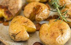Aprenda a fazer batatas a murro deliciosas: receita e segredos Chefs, Portuguese Recipes, Portuguese Food, Food Poisoning, Garlic, Stuffed Mushrooms, Potatoes, Vegetables, Christmas