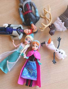 Adorable Disney FROZEN figurines, great for imaginative play! #FrozenFun #shop #cbias