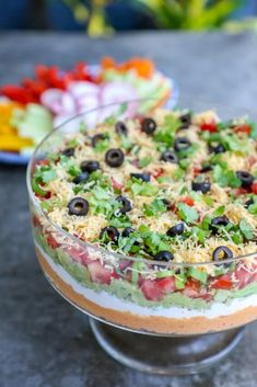 Keto 7 layer dip in a clear trifle bowl This Keto 7 Layer Dip is the perfect low carb appetizer for all of your Mexican-themed party needs - or if you just have an insane craving for 7 layer dip but don't want to blow your carb budget on beans. Ketogenic Recipes, Ketogenic Diet, Low Carb Recipes, Diet Recipes, Cooking Recipes, Ketosis Diet, Slimfast Recipes, Trifle Bowl Recipes, Salad Recipes