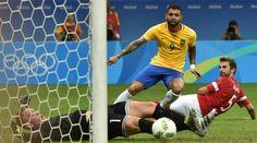 .Denemarken-Brazilië Gabriel Barbosa scoorde twee keer.