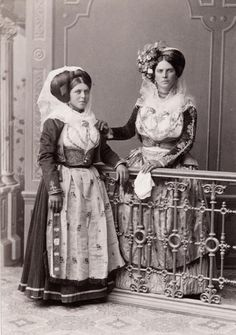 C Photo Malta Women in Local Costume Malta History, As Time Goes By, Old Photos, Vintage Photos, Vintage Cards, Greece, The Past, Culture, Statue