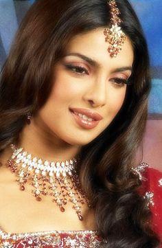 Priyanka Chopra I HAV to say she's soo much  prettier Than aishwarya ria !!